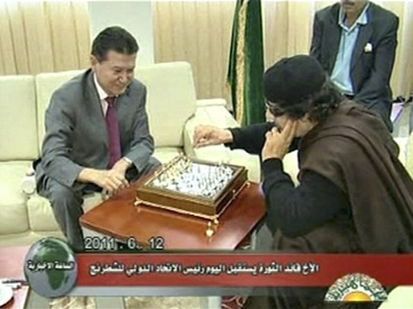 112993-libyan-leader-gaddafi-plays-chess-with-ilyumzhinov-the-president-of-th