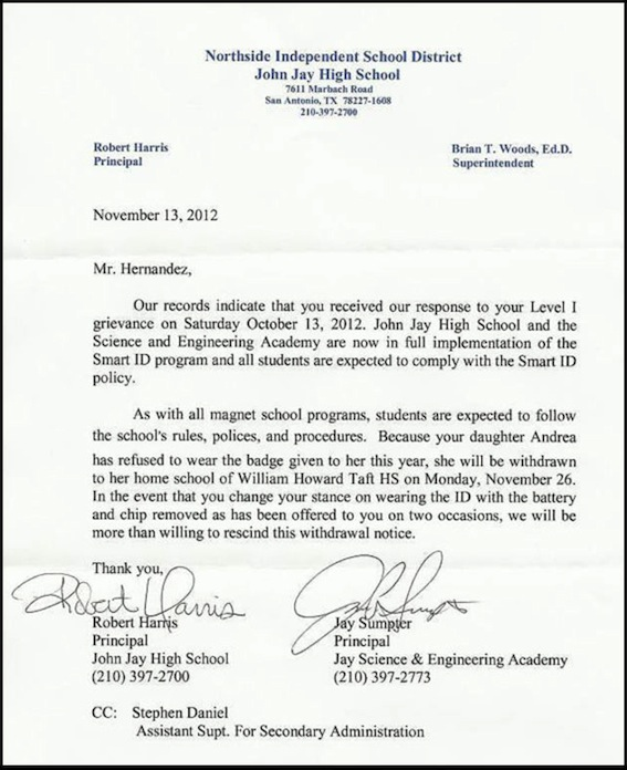 brief finale kwijting voorbeeld Andrea Hernandez van school verwijderd omdat ze spychip weigert
