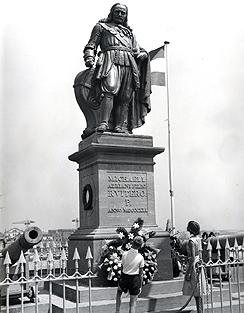 michielderuyter-standbeeld