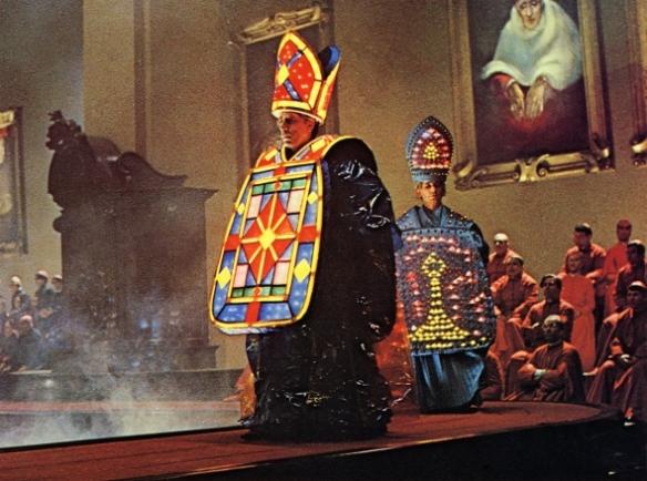 roma-1972-001-catholic-church-fashion-show-00m-u0c