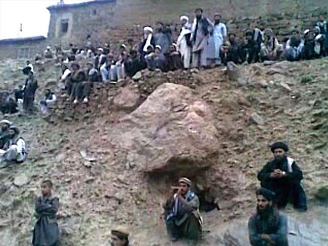756684-taliban-afghan-execution