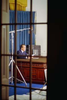 Nixon_E2679c-09A
