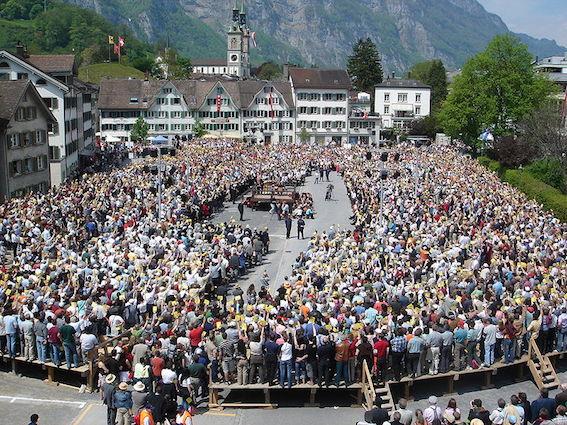 800px-Landsgemeinde_Glarus_2006