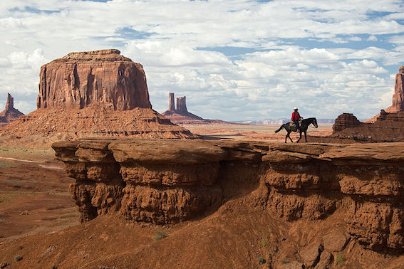 800px-USA_10279_Monument_Valley_Luca_Galuzzi_2007