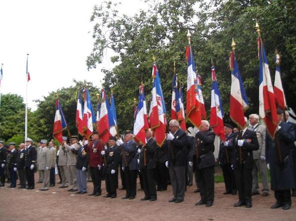 les-drapeaux-francais-flottent-pour-cette