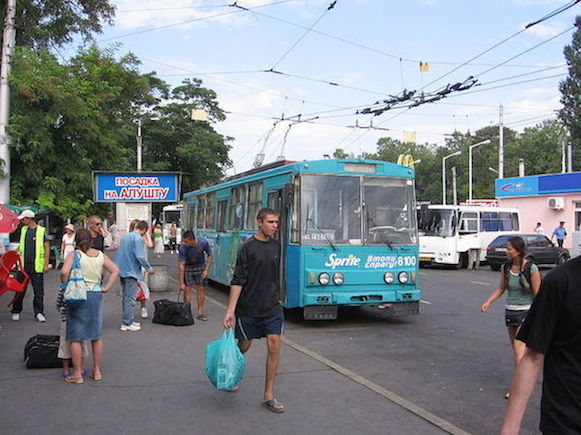 800px-Crimean_51_Alushta-Simferopol_inter-city_trolleybus_in_Simferopol