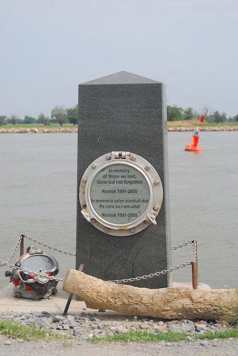 Piatra_comemorativa_Rostock_partizani