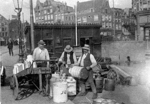 2022-2 Aanlengen van melk met water 1911