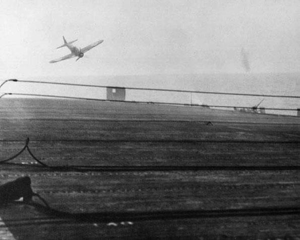 USS_White_Plains_attack_by_Tokkotai_unit_25.10.1945_kk1a