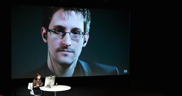 edward-snowden-talks-with-jane-mayer-via-satellite-at-the-15th-annual-new-yorker-festival-4-630x332