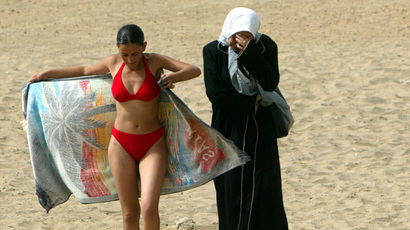 muslim-women-swimming.n